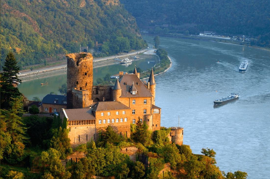 Família Dienstmann; castelo; Alemanha; Rio Reno