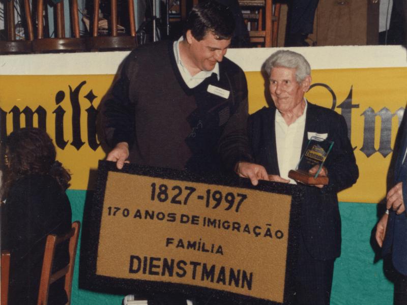 1997.10.05 – 1º Encontro da Família Dienstmann – 170 anos no Brasil – Dois Irmãos – Homenagem aos Dienstmann mais idosos.1